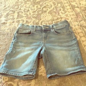 Old Navy girls Jean shorts getting